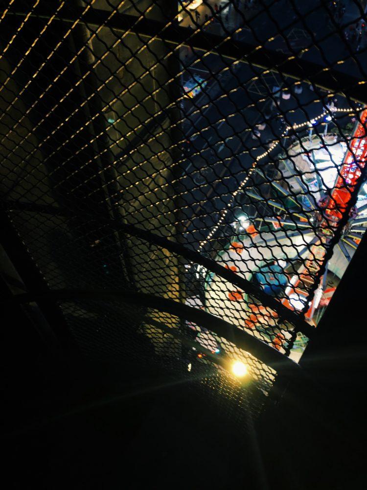 スコット記念塔階段の途中の窓