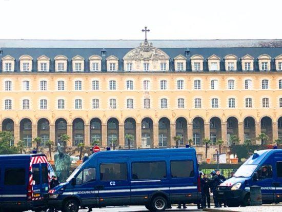 サンジョルジュ宮殿と警察