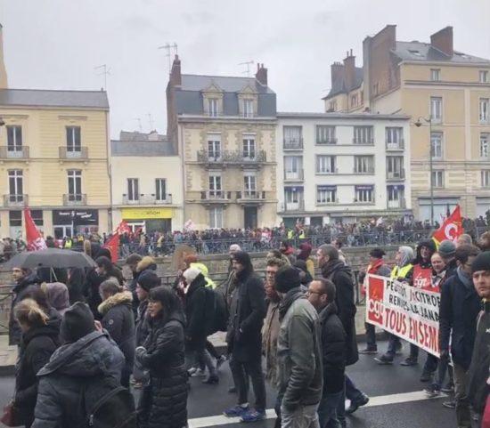 レンヌでの抗議デモ行進