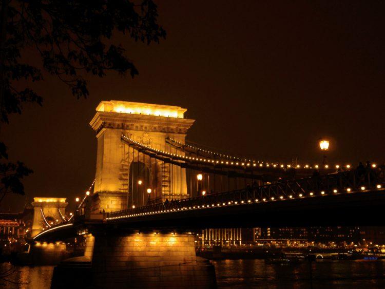 サーチェーニ鎖橋