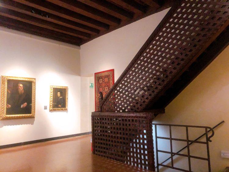 美術館の階段