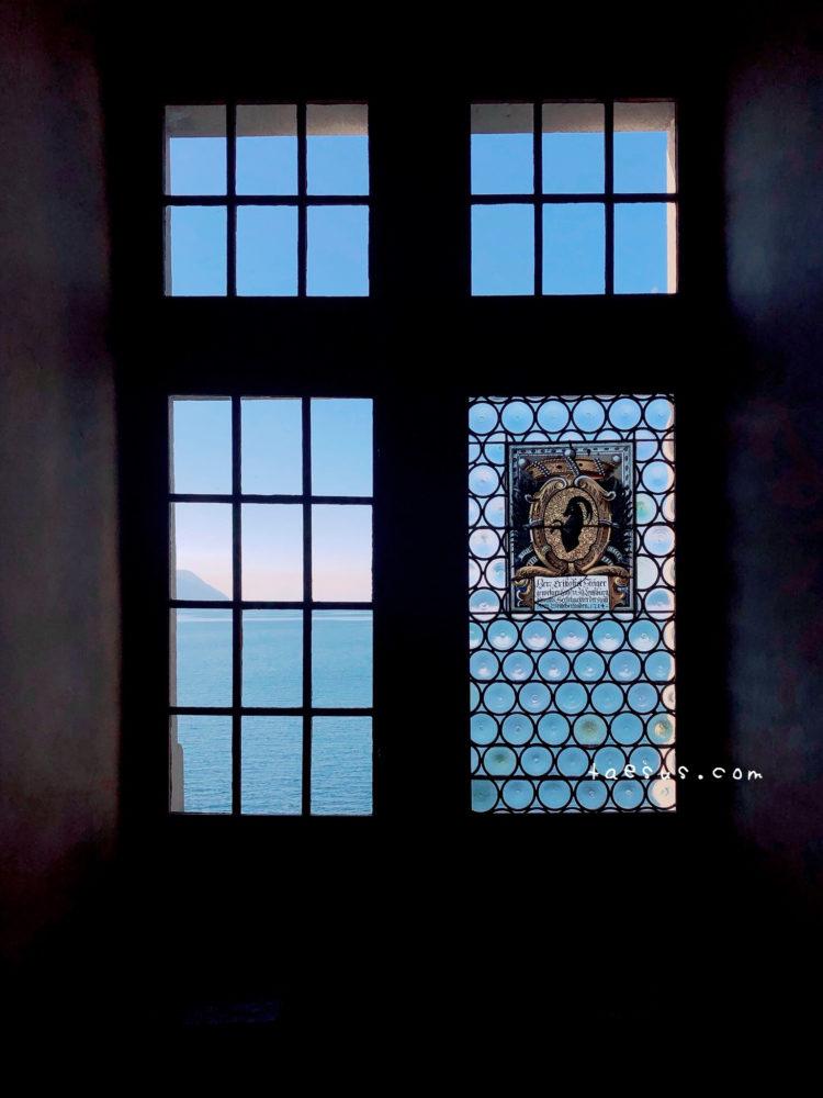 シヨン城の窓