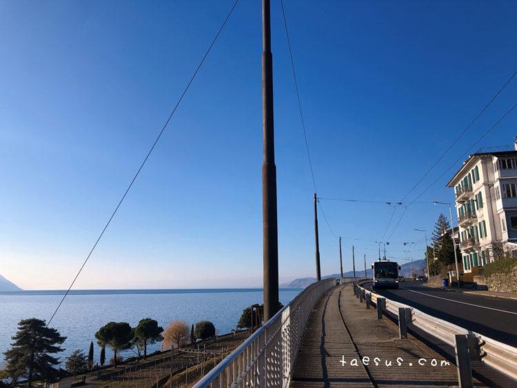 海辺 道路 モントルー