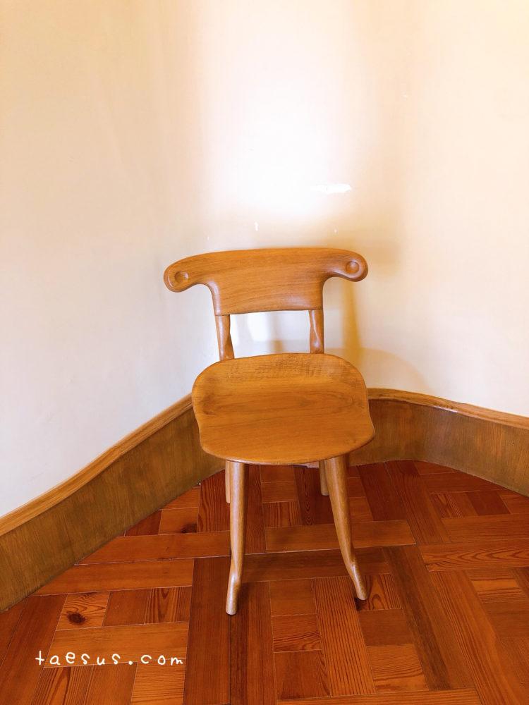 ガウディ 椅子